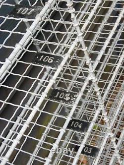 Compartiments Vintage D'unité De Support De Rayonnage De Mur Métallique De Grand Modèle Industriel