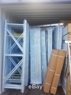 Entrepôt Ou Garage Résistant Soutenant Des Étagères De 300kg Udl