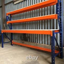 Heavy Duty À Palettes Travail / Banc D'emballage (2400mm X 600mm) Avec Des Étagères