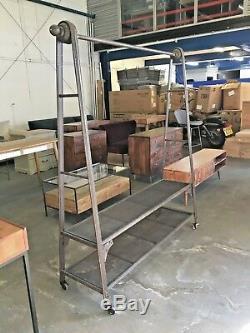 Rail Accrochant Industriel De Vêtements En Métal Autoportants Résistants + Étagères De Stockage