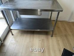 Table De Restauration En Acier Inoxydable Avec Étirage Et Plateau, Service Lourd, Utilisé, Cuisine